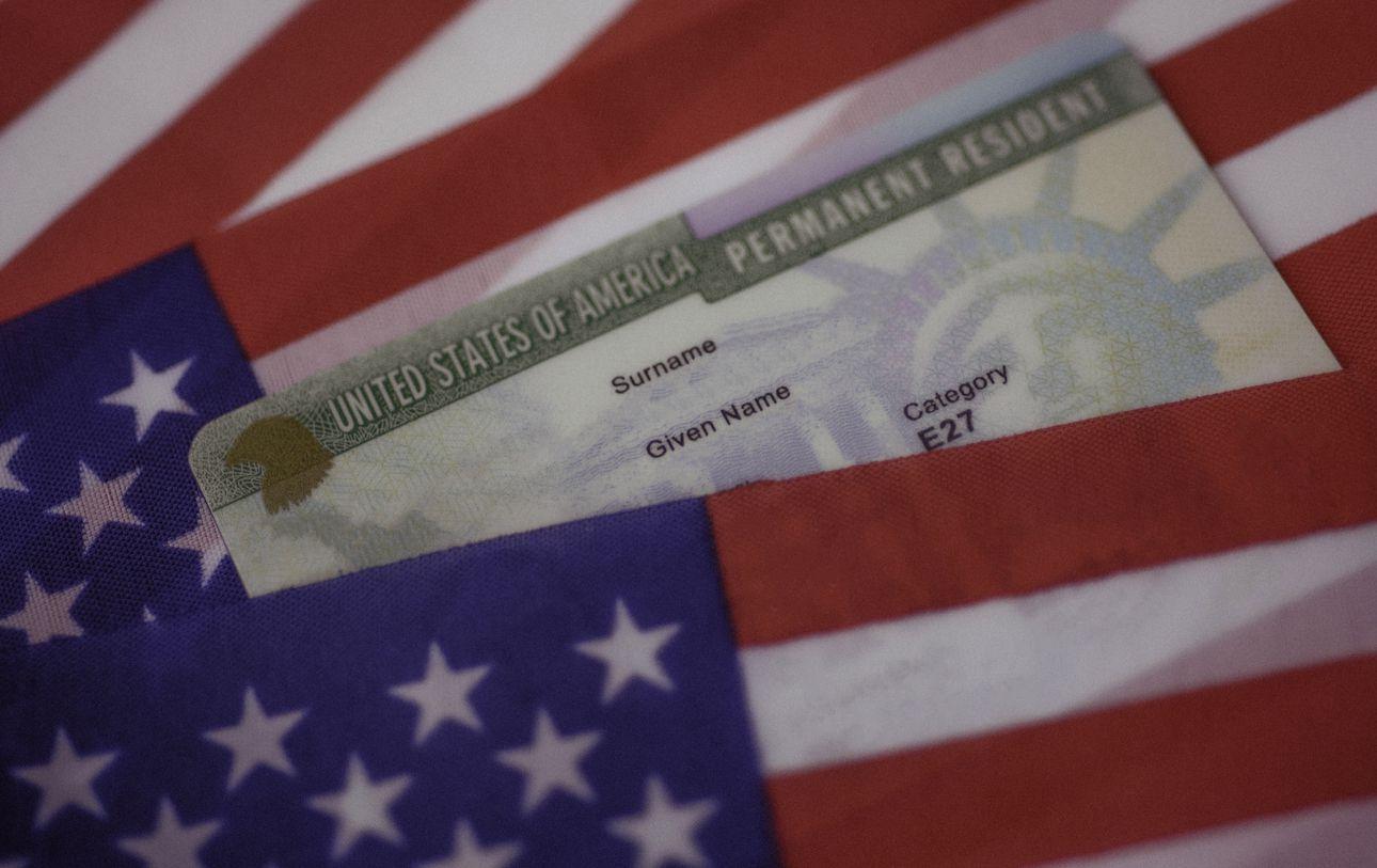 Una tarjeta de residencia permanente de Estados Unidos.