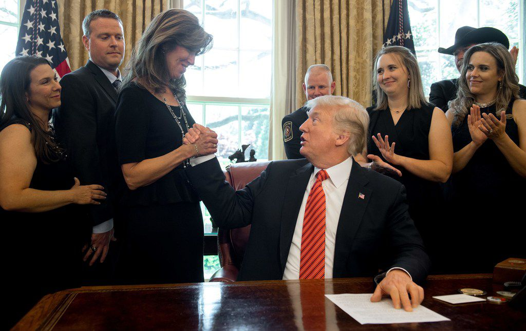 President Donald Trump congratulated Southwest Airlines Captain Tammie Jo Shults, who was the pilot of Southwest Airlines Flight 1380. Shults, crew members and passengers of the flight visited the Oval Office of the White House in Washington on May 1.