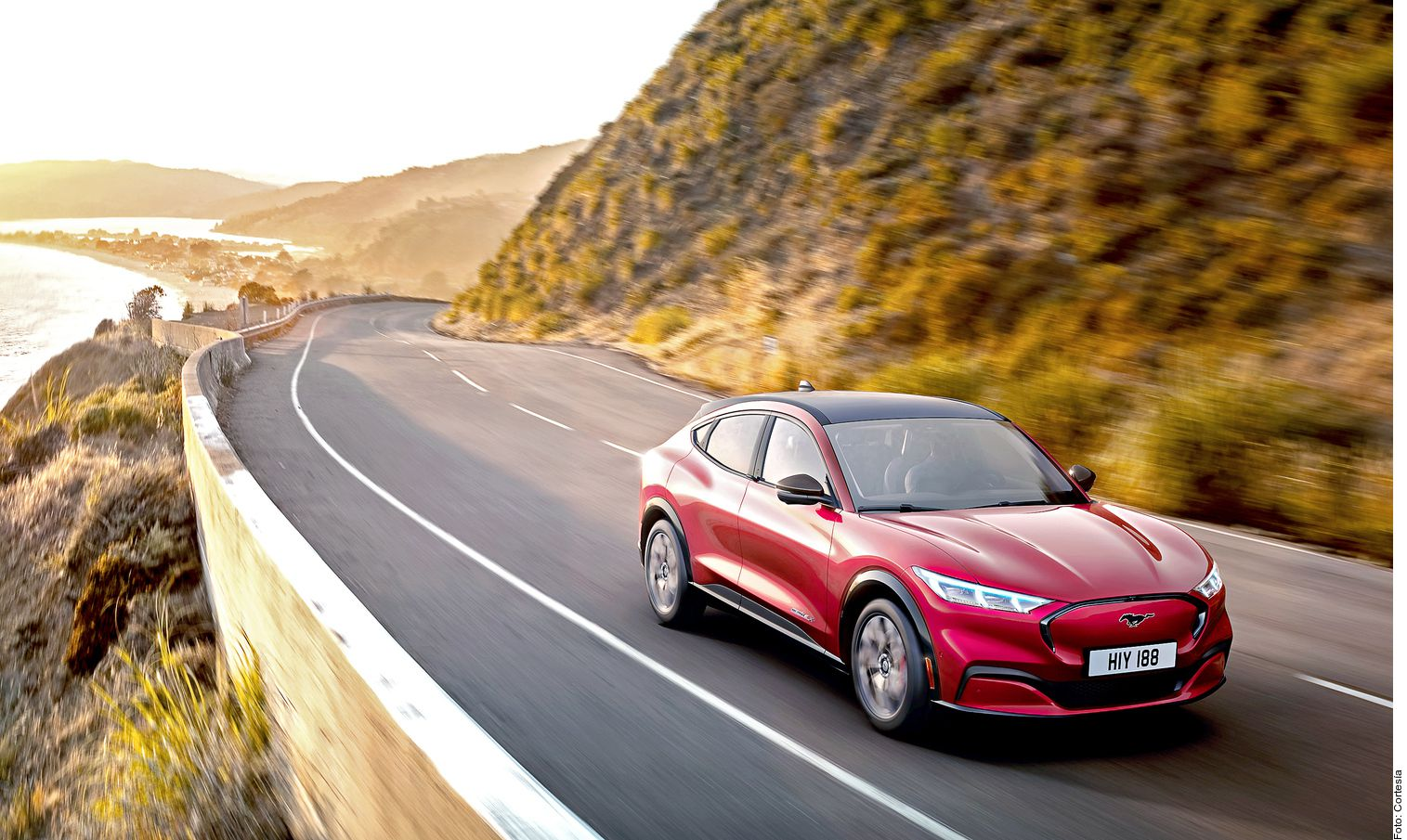Con Ford Mach E inicia una nueva era, pues se trata de su primer crossover completamente eléctrico. Está inspirado en el Mustang y su nombre rinde tributo al mítico Mach 1.