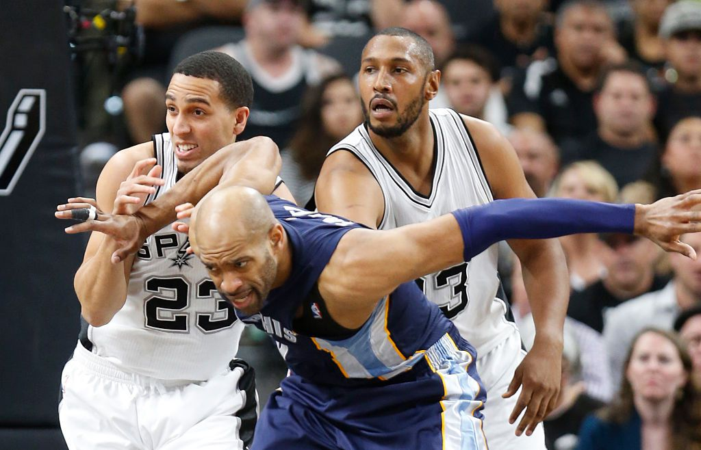 SAN ANTONIO,TX - APRIL 19: Vince Carter #15 of the Memphis Grizzlies battles Kevin Martin #23 of the San Antonio Spurs for position during game two of the Western Conference Quarterfinals during the 2016 NBA Playoffs at AT&T Center on April 19, 2016 in San Antonio, Texas. (Photo by Ronald Cortes/Getty Images)