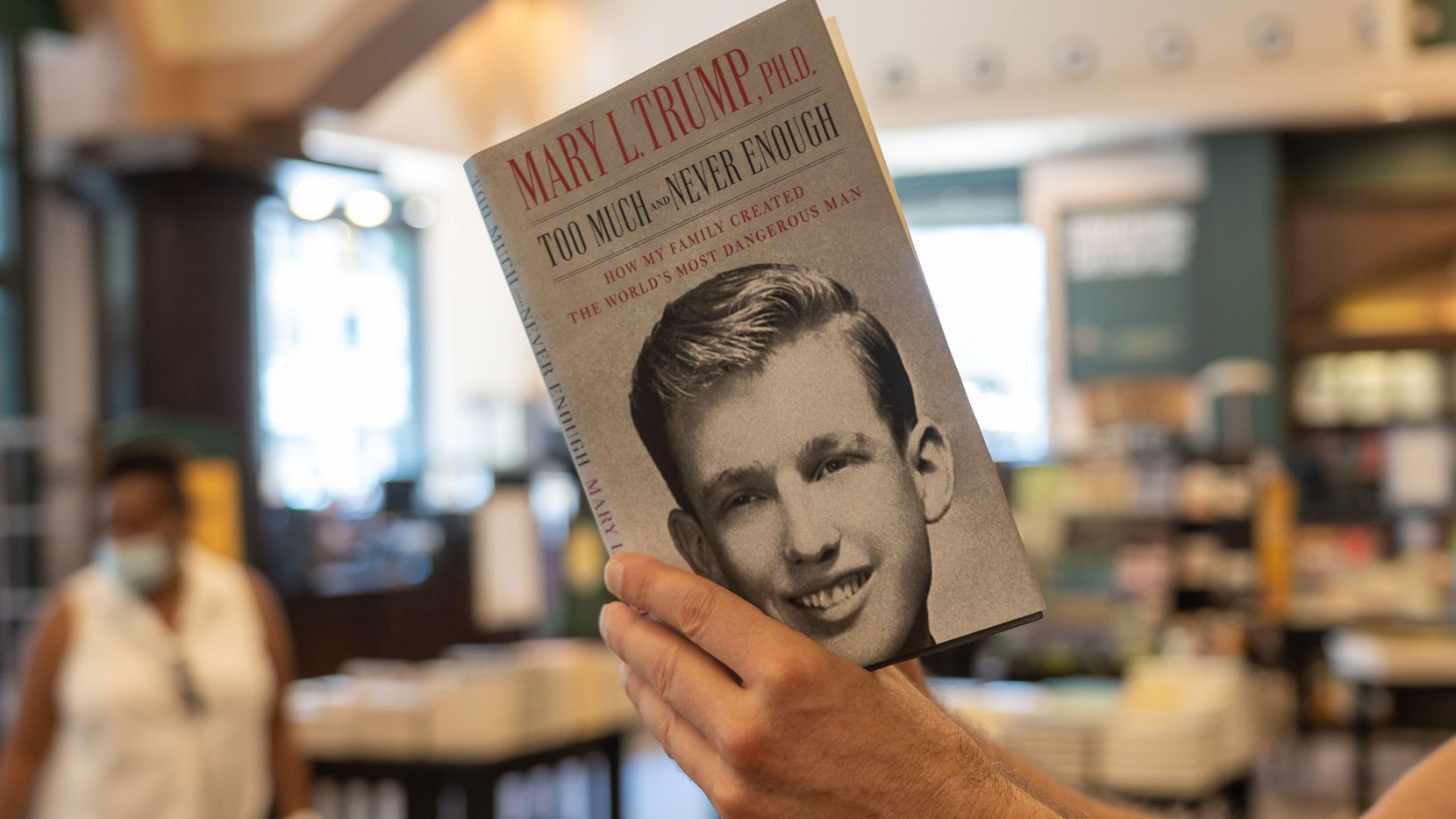 """El libro """"Too Much and Never Enough"""" fue escrito por Mary L. Trump, sobrina del presidente Donald Trump."""