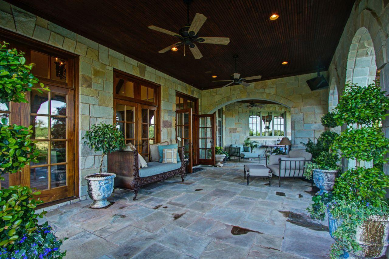 The veranda of the estate