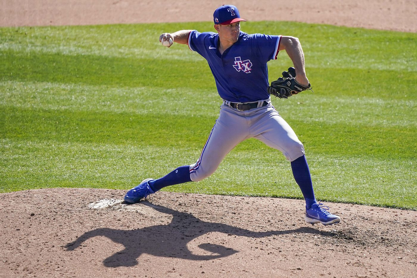 Texas Rangers pitcher Brett de Geus delivers during the sixth inning of a spring training game against the Chicago White Sox at Camelback Ranch on Tuesday, March 2, 2021, in Phoenix, Ariz.