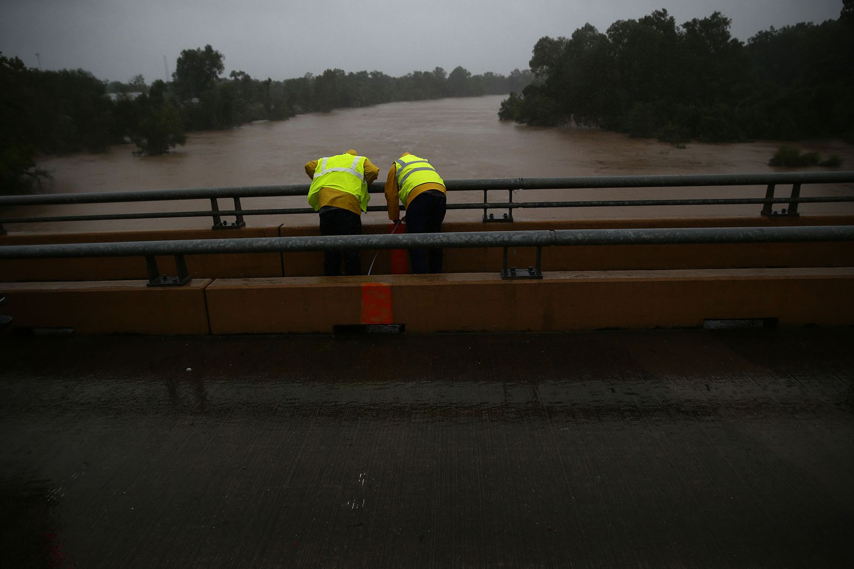 Work crews take measurements of the Brazos River as flooding continues throughout the greater Houston area Monday, Aug. 28, 2017 in Richmond, Texas. (Robert Gauthier/Los Angeles Times/TNS)