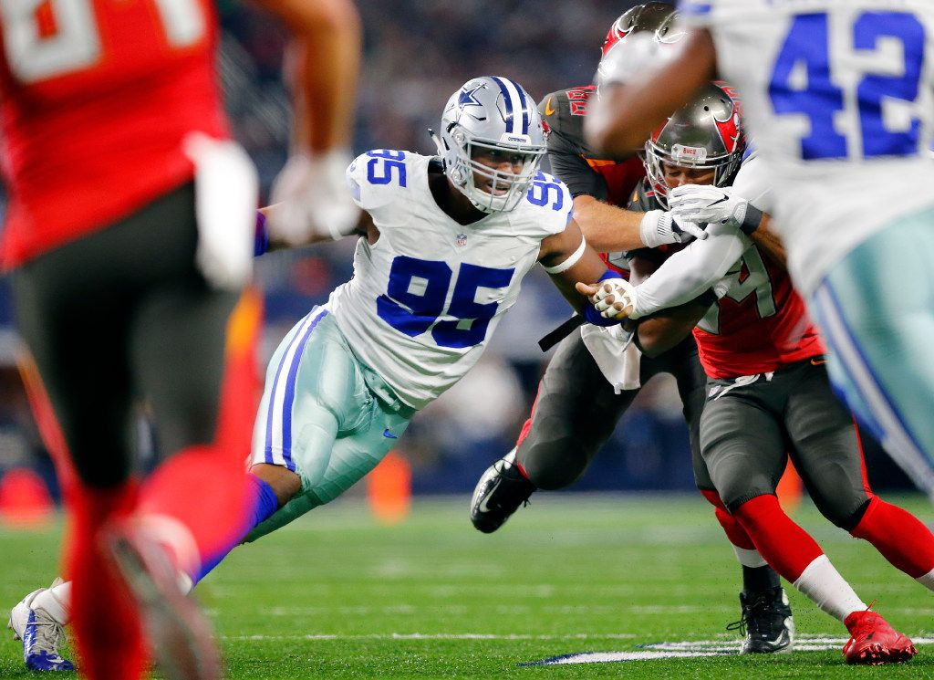 Dallas Cowboys defensive tackle David Irving (95) rushes around the end against the Tampa Bay Buccaneers during the first half at AT&T Stadium in Arlington, Texas, Sunday, December 18, 2016. (Tom Fox/The Dallas Morning News)