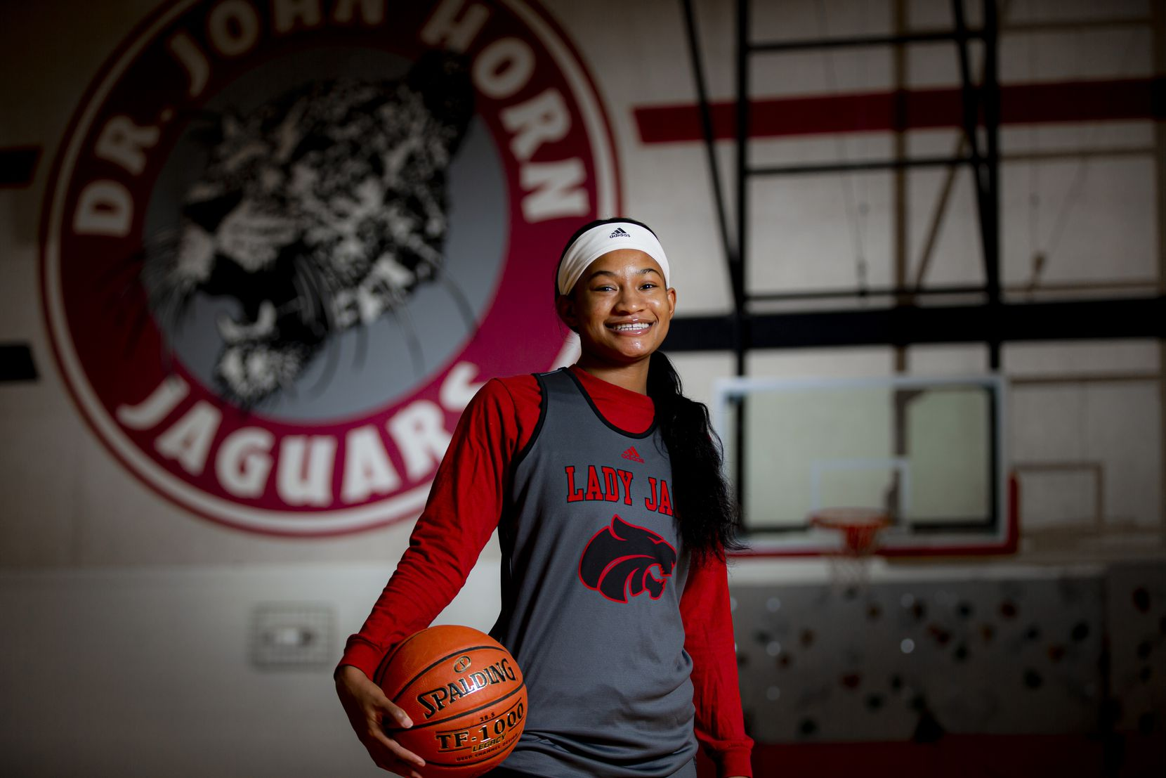 Senior point guard Jasmine Shavers poses for a photo at Mesquite Horn High School in Mesquite, Wednesday, November 4, 2020. (Brandon Wade/Special Contributor)