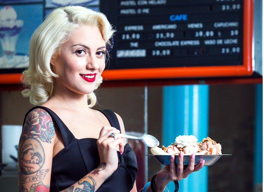 Andy Velázquez, integrante del programa Lucky Ladies, está orgullosa de mostrar su piel tatuada en la próxima edición de la publicación para hombres. /AGENCIA REFORMA