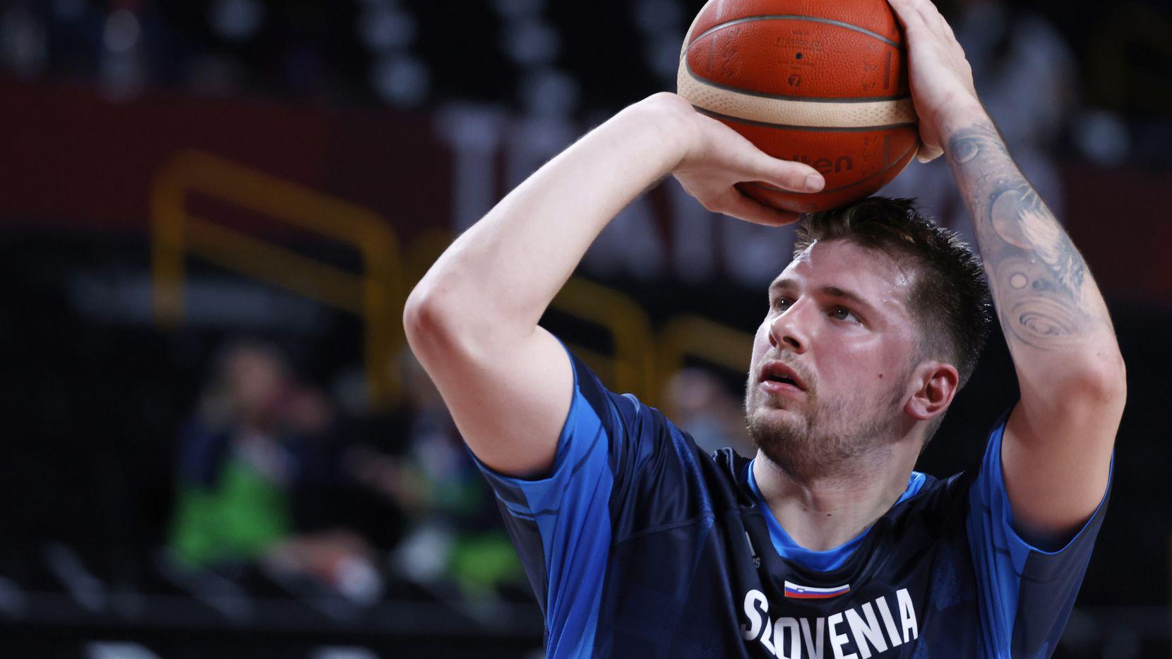 El jugador de los Mavericks de Dallas en una práctica de la selección de Eslovenia antes de un partido en los Juegos Olímpicos de Tokio.