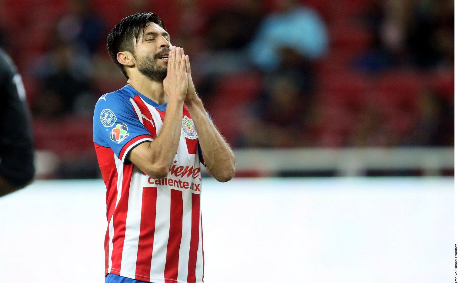 Oribe Peralta, jugador de Guadalajara, no podrá retirarse con el Santos Laguna, el equipo de su ciudad natal.