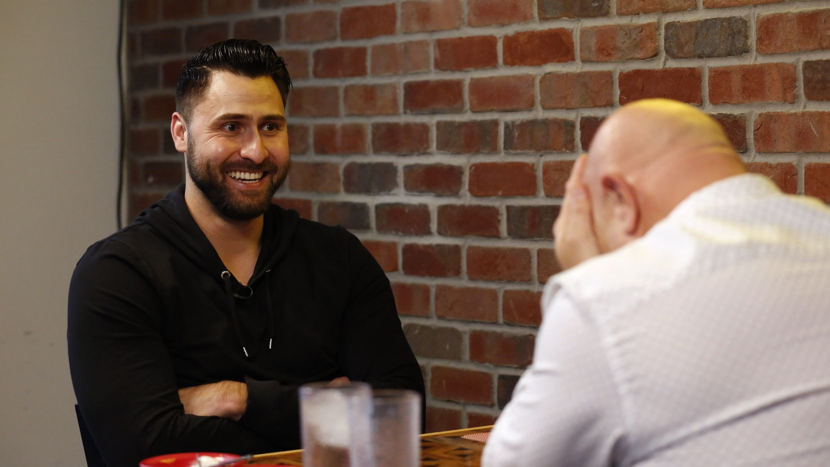 """Texas Rangers outfielder Joey Gallo and Dallas Morning News reporter Evan Grant at a taping of """"Meat the Press,"""" at Zoli's NY Pizza in Addison, Texas on Thursday, January 16, 2020."""