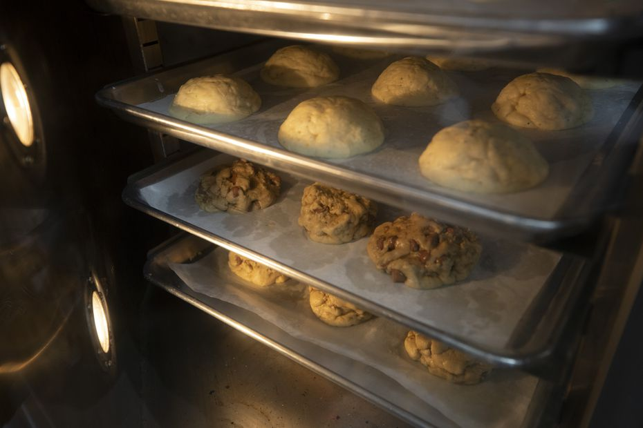 Crumbl Cookies opens at 8 a.m., six days a week. (All locations are closed on Sundays.) The shops are most popular in the evenings. On Fridays and Saturdays, Crumbl stays open until midnight.