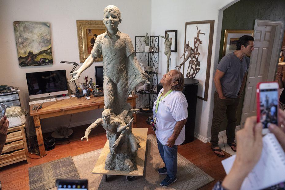 Una estatua de Santos Rodríguez ocupará un lugar en el último patio de juego del niño asesinado: Pike Park, en un barrio de Dallas alguna vez conocido como Little Mexico.