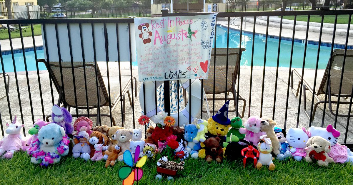 Mother whose 3 children drowned in Irving apartment pool accepts plea deal