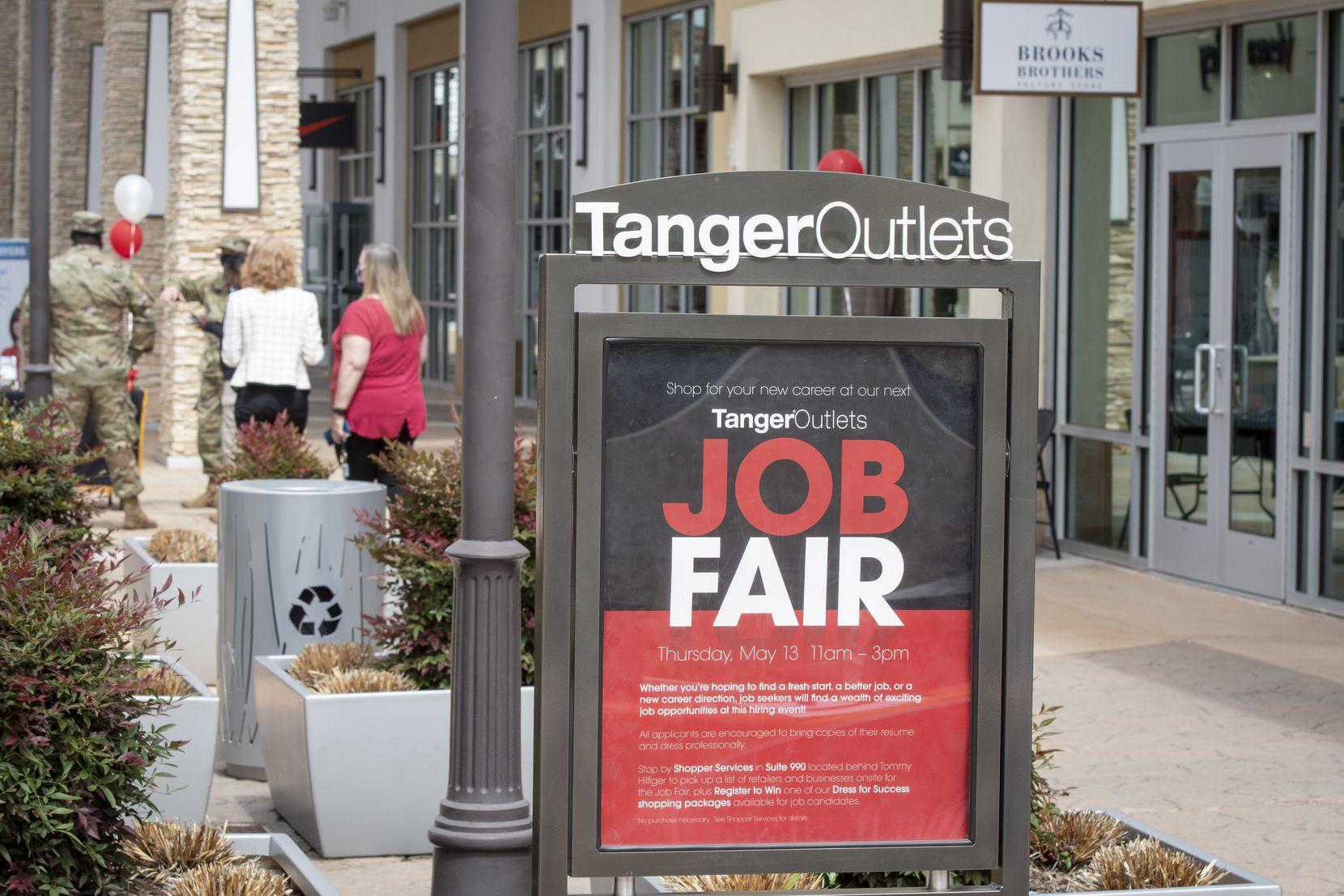 Tanger Outlets a organisé un salon de l'emploi à Fort Worth le 13 mai.