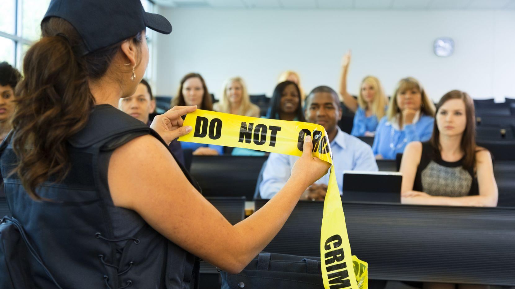La Policía de Dallas dará tres clases de inglés a las personas que no hablen el idioma, para que aprendan cómo comunicarse efectivamente con agentes policiacos en caso de ser detenidos o de una emergencia.