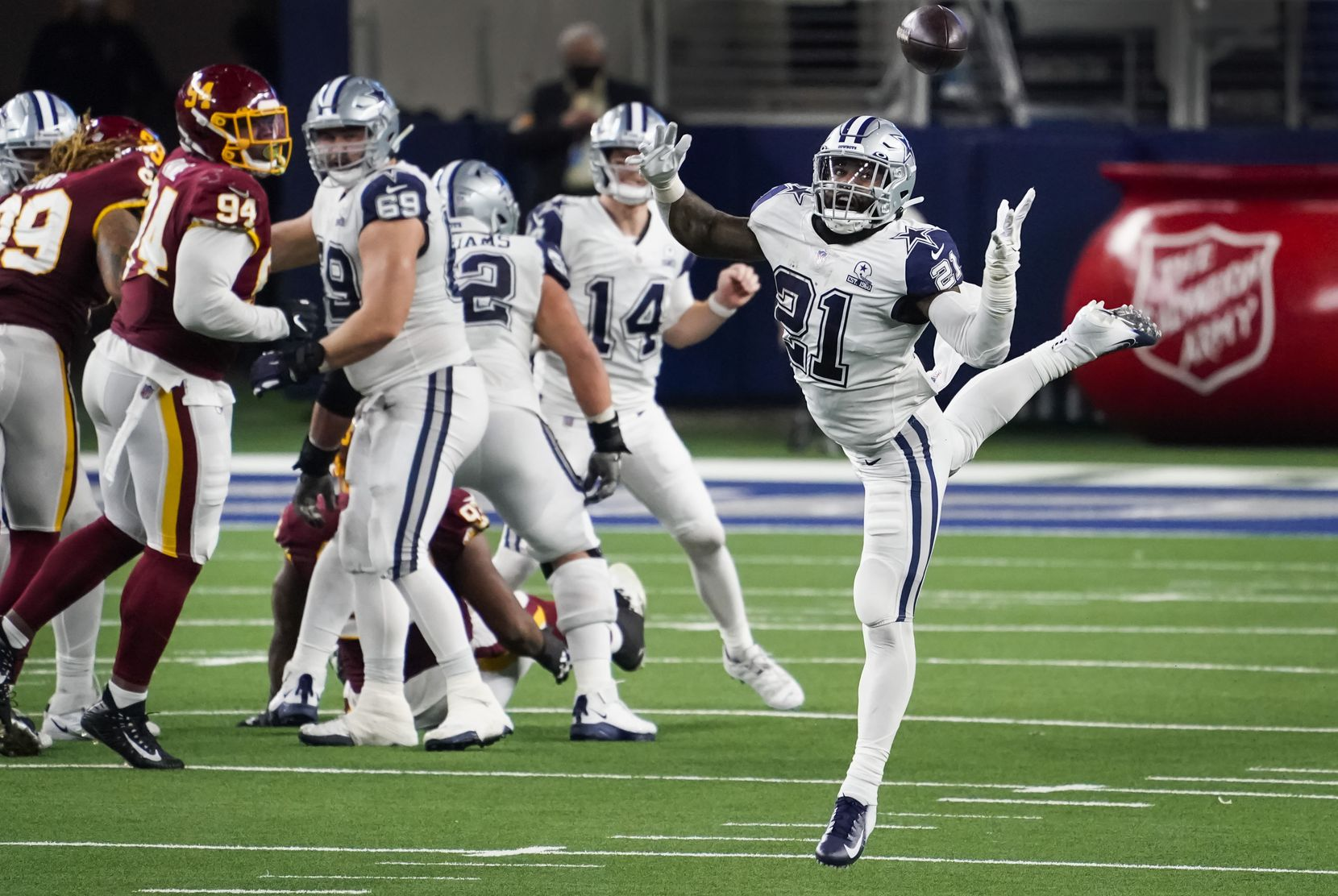 Dallas Cowboys running back Ezekiel Elliott (21) has a pass from quarterback Andy Dalton (14) go off his hands during the fourth quarter of an NFL football game against the Washington Football Team at AT&T Stadium on Thursday, Nov. 26, 2020, in Arlington. (Smiley N. Pool/The Dallas Morning News)