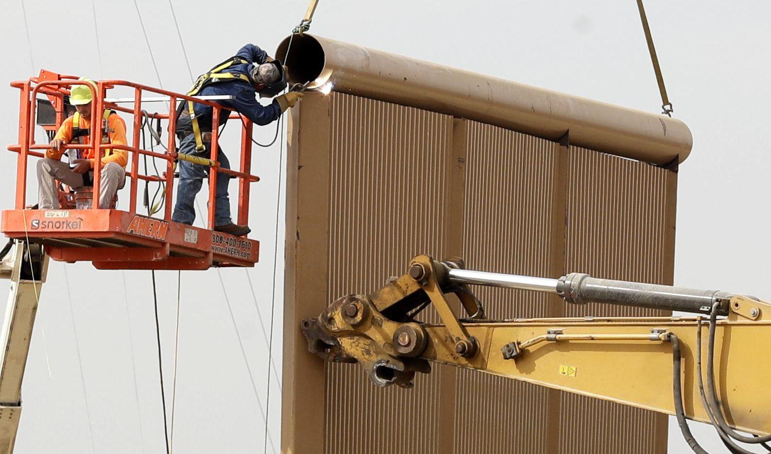 Uno de los prototipos del muro fronterizo que quiere construir el presidente Donald Trump.(AP)