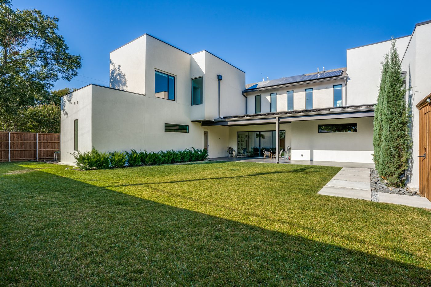 Take a look at the exterior of 10910 Candlelight Lane in Dallas, TX.