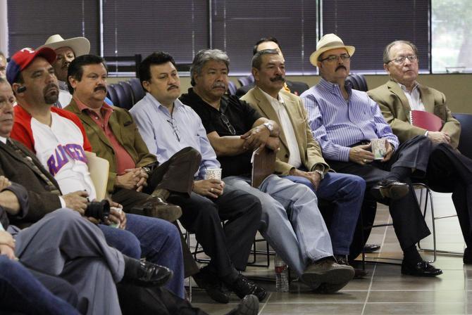 Miembros del consejo consultivo de Dallas acuden a una reunión con el director nacional del Instituto de los Mexicanos en el Exterior Arnulfo Valdivia Machuca. (AL DIA/ARCHIVO)