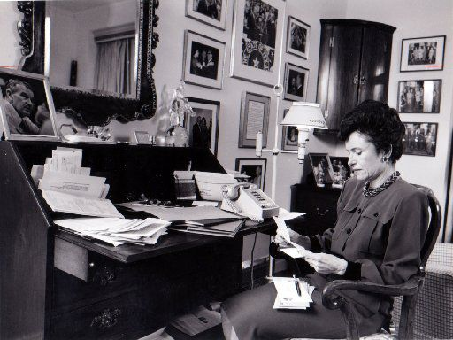 Rita Clements read her mail at her desk in her Highland Park home in 1987.