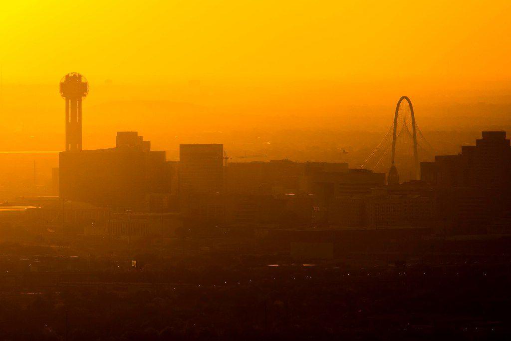 ) El centro de Dallas luego de una soleada tarde. Habrá un aviso de calor los próximos días.