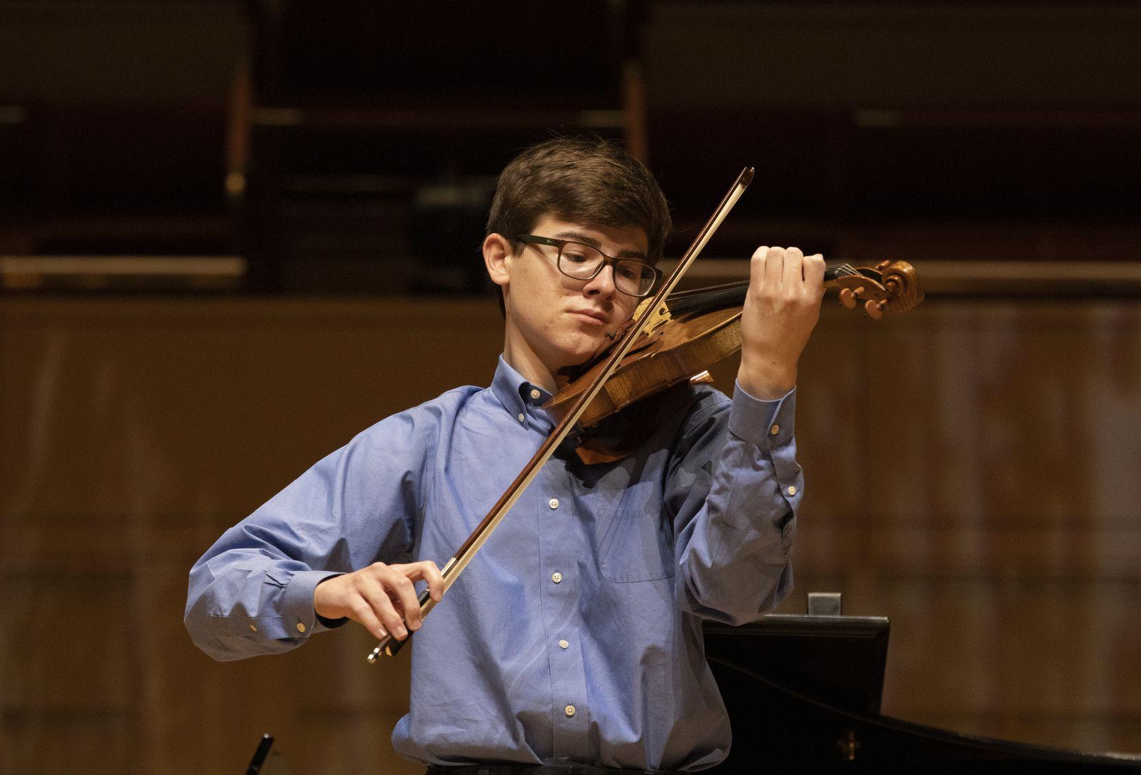 Calvin Alexander, 2021 Lynn Harrell Concerto Competition Winner