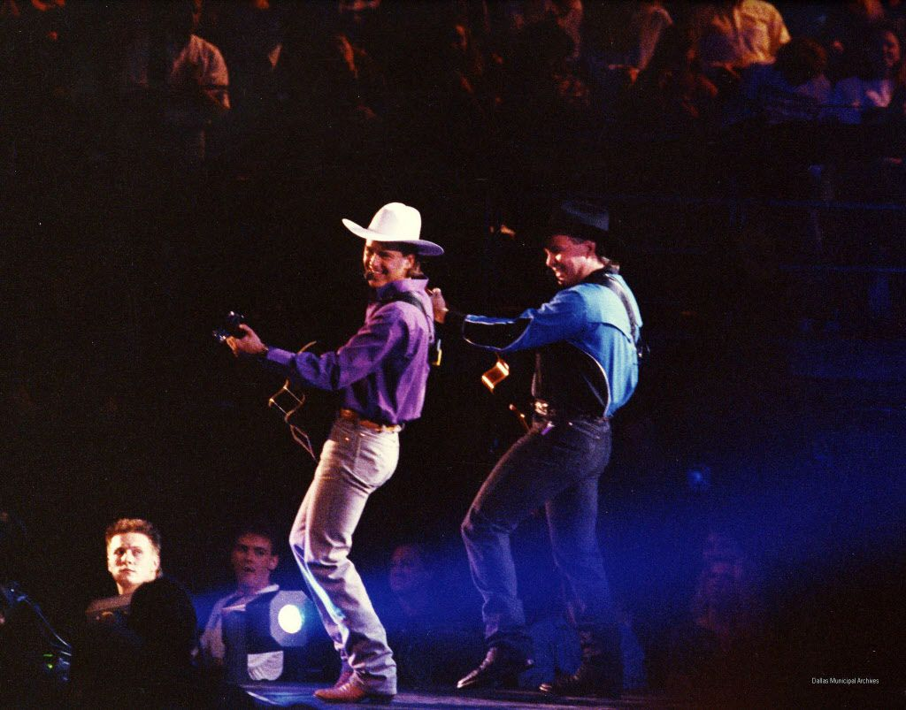 Photo from City of Dallas Reunion Arena Archive. Garth Brooks (right), September 20, 1991.
