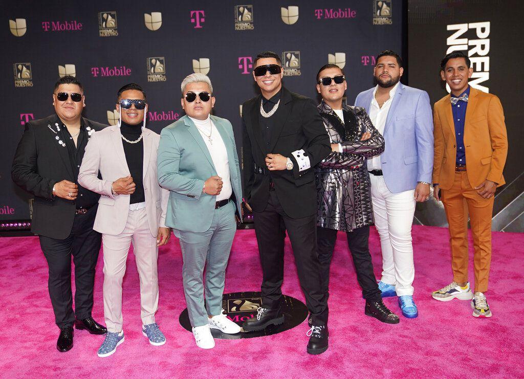 El Grupo Firme llega a la ceremonia del Premio Lo Nuestro el 18 de febrero de 2021 en Miami. La banda mexicana ocupa esta semana el segundo lugar de la lista de las 20 giras más lucrativas a nivel mundial, basada en información proporcionada a la publicación especializada Pollstar por promotores de conciertos y gerentes de recintos.