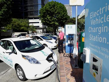 Arlington will give tax incentives to Wallbox, a global electric vehicle charging manufacturer, to build a manufacturing plant in the city. This will be the company's first manufacturing plant in North America.