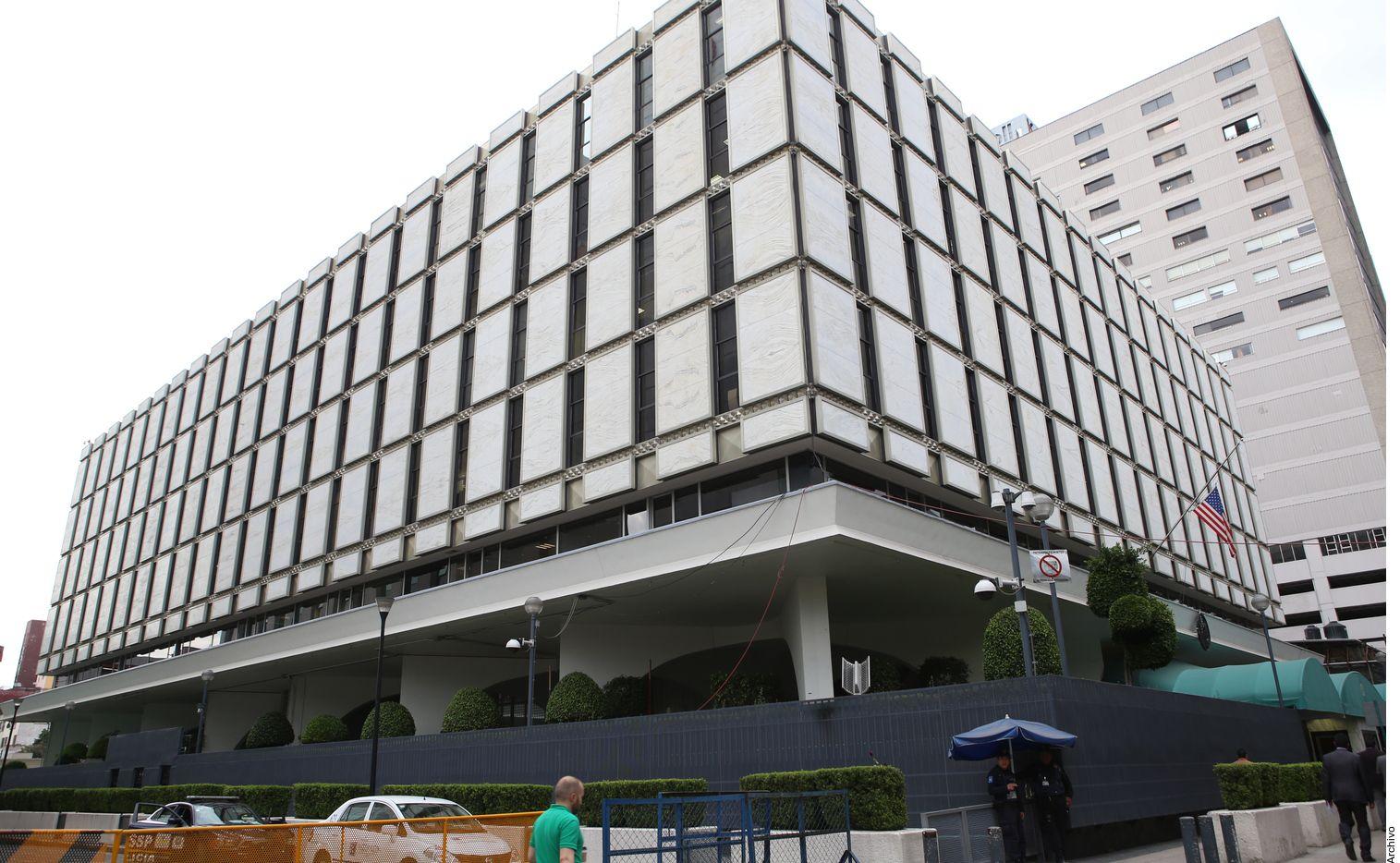 Fachada del edificio de la embajada de Estados Unidos en la Ciudad de México.