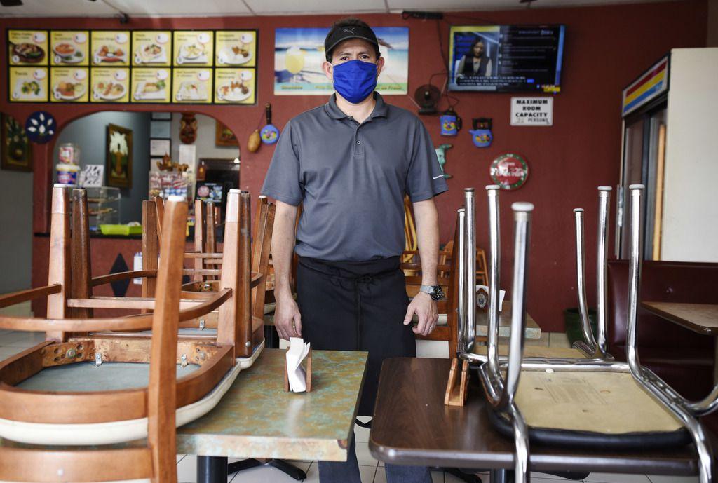 Antonio Alvarado, propietario de Antojitos Lupita, dijo que él no abrirá su negocio al público hasta que se vea una mayor disminución de casos de coronavirus en Dallas. 'Están pensando en el dinero y no en la gente', acusó.