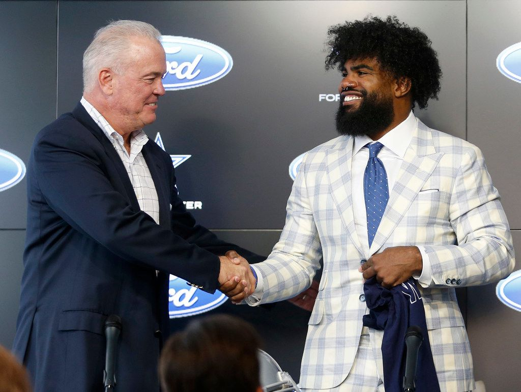 Dallas Cowboys executive vice president Stephen Jones and Dallas Cowboys running back Ezekiel Elliott (21) shake hands after a press conference about Elliott's contract extension at The Star in Frisco, Texas on Thursday, September 5, 2019. (Vernon Bryant/The Dallas Morning News)