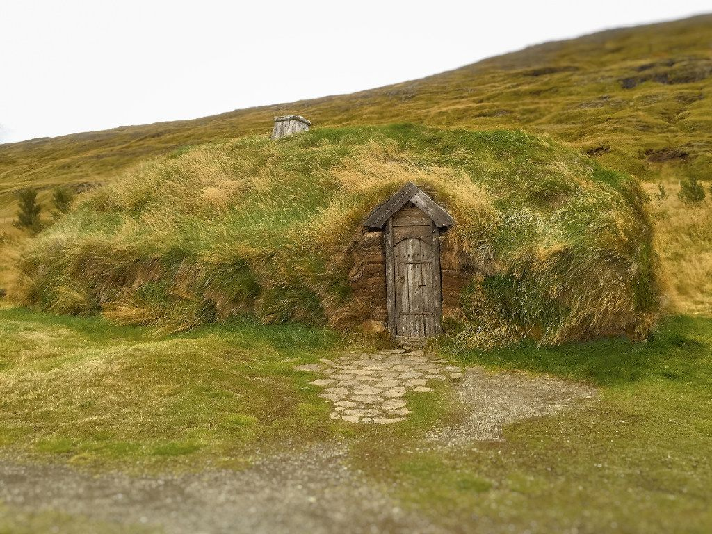 Adjacent to the actual archeological site is a replica of Erik the Red s house where Leif Erikson was born, Eiriksstadir.