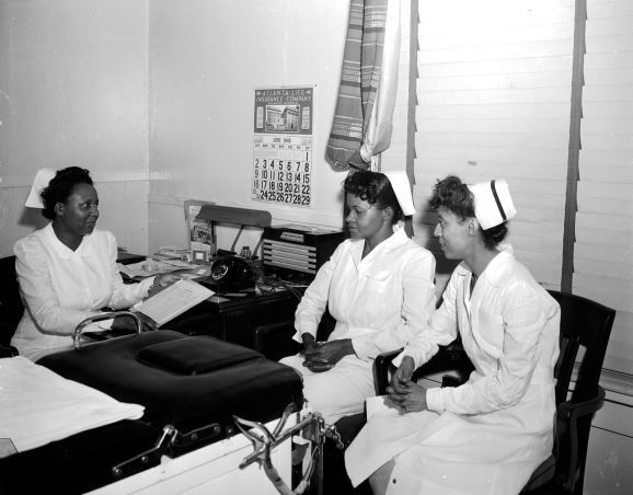 Three nurses at Ethel Ransom Memorial Hospital in June 1946. From the collections of the Texas/Dallas History and Archives Division, Dallas Public Library.