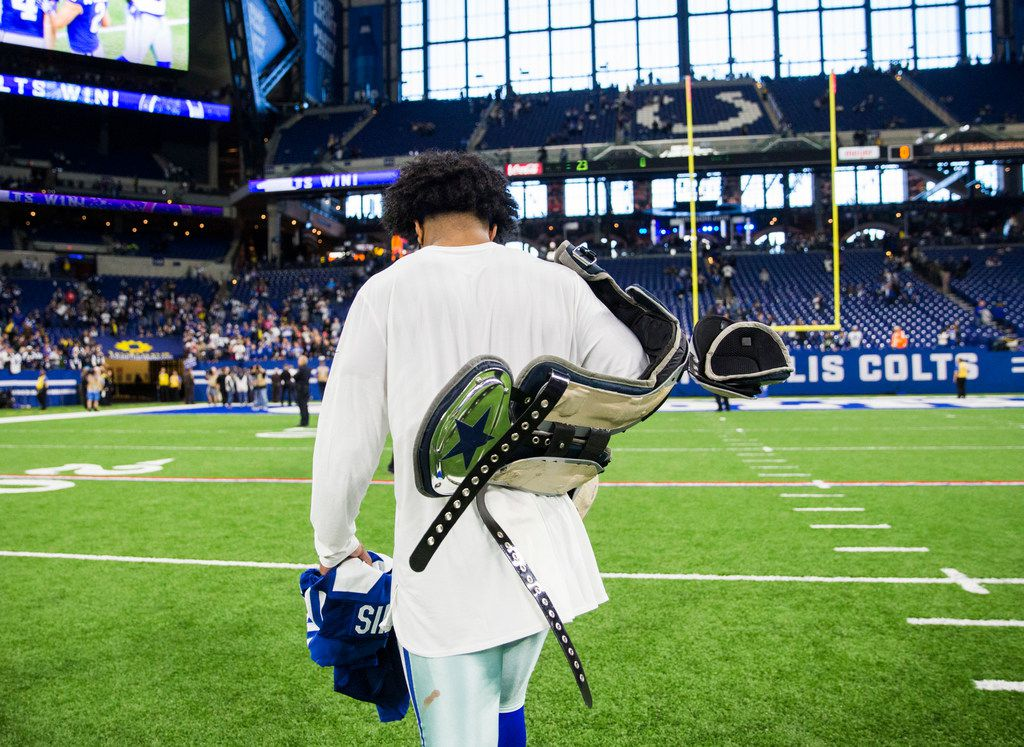Dallas Cowboys running back Ezekiel Elliott (21) leaves the field after an NFL game between the Dallas Cowboys and the Indianapolis Colts on Sunday, December 16, 2018 at Lucas Oil Stadium in Indianapolis, Indiana. Cowboys lost 23-0. (Ashley Landis/The Dallas Morning News)