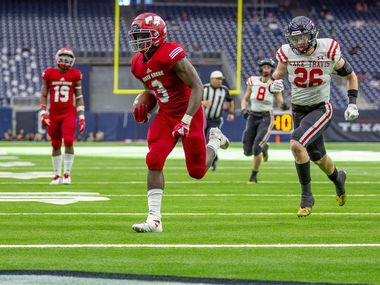 Galena Park North Shore's Zach Evans runs for a touchdown against Lake Travis during the state playoffs. The No. 1-ranked recruit in the state was suspended for the Class 6A Division I state championship game, but the Mustangs beat Duncanville for the title anyway.