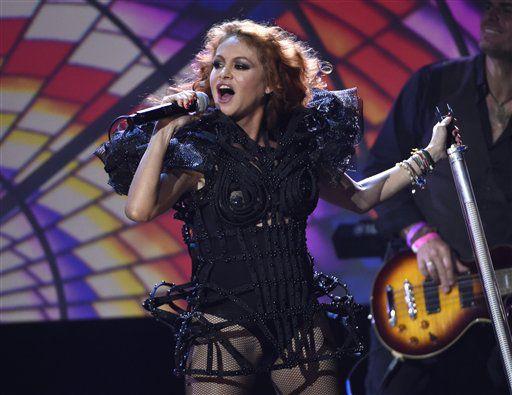 """Paulina Rubio, quien espera su segundo hijo, prepara el disco que incluirá su sencillo """"Si te vas"""", lanzado a finales de enero./AP"""