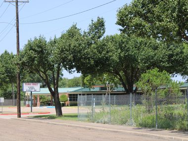 A company placed fencing around a garden at Park Crest Elementary School on July 23. (Sophie Austin/The Dallas Morning News)
