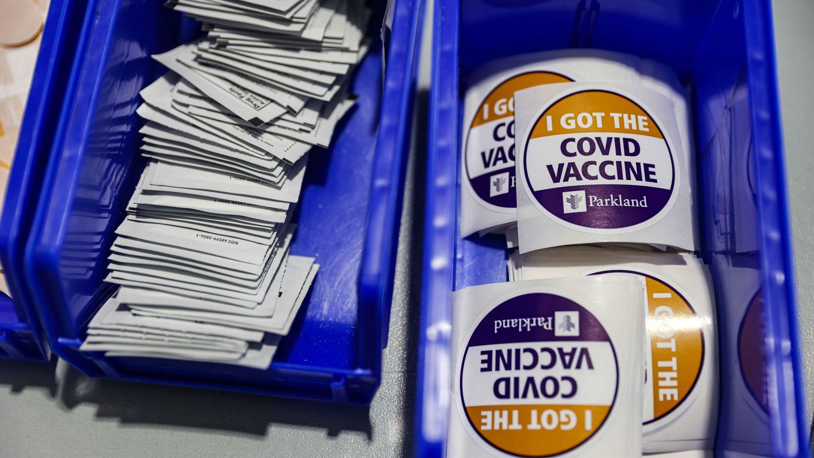 Más de 255,000 personas se han vacunado dentro del programa de Parkland que cuenta con un centro drive-thru en Ellis Field House.
