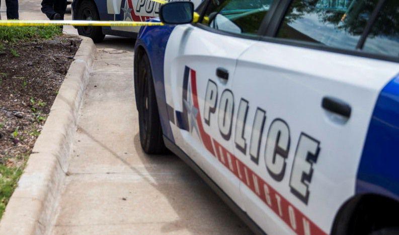 La policía de Arlington arrestó a un sospechoso de robar un banco.