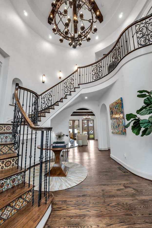 Take a look inside the house at 4618 Cherokee Trail in Dallas.