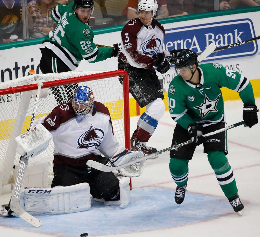 Dallas Stars center Jason Spezza (90) and right wing Brett Ritchie (25)  work on offense during the Colorado Avalanche vs. the Dallas Stars NHL hockey game at the American Airlines Center in Dallas on Saturday, October 14, 2017. (Louis DeLuca/The Dallas Morning News)