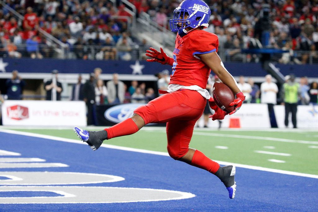 Duncanville's runningback Trysten Smith (9) runs the ball in for a touchdown in the first half of their Class 6A Division I football state championship game against Galena Park at AT&T Stadium in Arlington, Texas on Dec 22, 2018.   (Nathan Hunsinger/The Dallas Morning News)