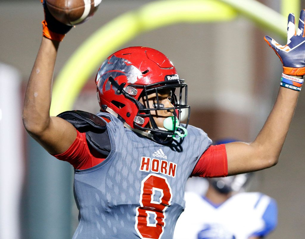 Mesquite Horn High Reggie Roberson (8) signals his touchdown catch during the first half of a high school football game against North Mesquite High on Friday, October 21, 2016. (John F. Rhodes / Special Contributor)