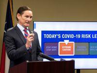 """El Condado de Dallas regresó a un nivel de riesgo """"naranja"""" el pasado 23 de julio debido al azote de la agresiva variante Delta de covid-19."""