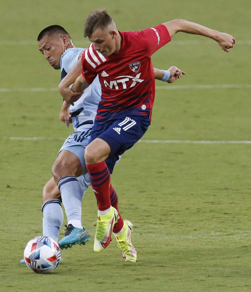 FC Dallas forward Szabolcs Schon (11) tries to outrun Sporting Kansas City midfielder Roger Espinoza (15) during the first half as FC Dallas hosted Sporting Kansas City at Toyota Stadium in Frisco on Saturday evening, August 14, 2021. (Stewart F. House/Special Contributor)