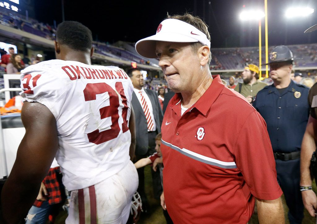 Oklahoma head coach Bob Stoops walks off the field after a 52-46 win over TCU at Amon G. Carter Stadium in Fort Worth, Texas, Saturday, Oct. 1, 2016. (Jae S. Lee/The Dallas Morning News)