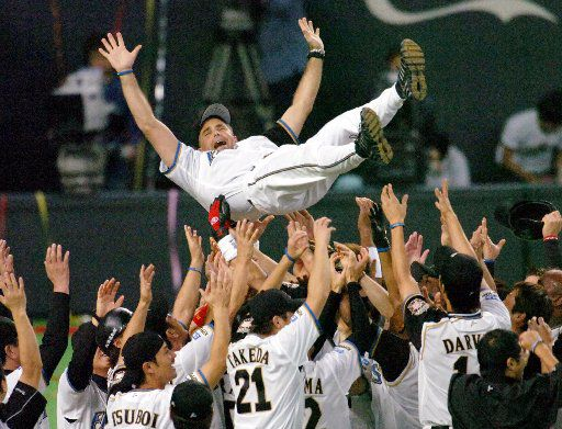 ORG XMIT: *S0418124566* Nippon Ham Fighters manager Trey Hillman is tossed into the air by his players after clinching the Pacific League title at Sapporo, northern Japan, on Thursday October 12, 2006. The Fighters won the best-of-five second stage playoffs over the Softbank Hawks, setting up a meeting with the Central League champion Chunichi Dragons in the Japan Series. (AP Photo/Kyodo News) ** JAPAN OUT NO SALES MANDATORY CREDIT ** TOK802 10272006xSports