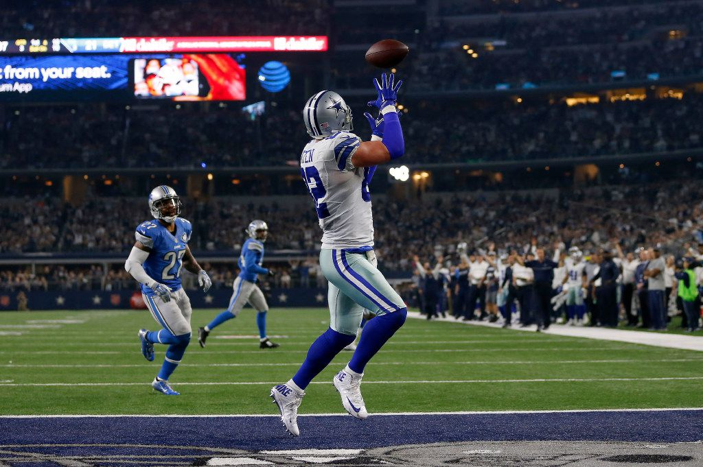 Dallas Cowboys tight end Jason Witten (82) pulls in a touchdown pass from wide receiver Dez Bryant over Detroit Lions free safety Glover Quin (27) during the third quarter at AT&T Stadium in Arlington, Texas, Monday, Dec. 26, 2016. The Dallas Cowboys won 42-21. (Jae S. Lee/The Dallas Morning News)