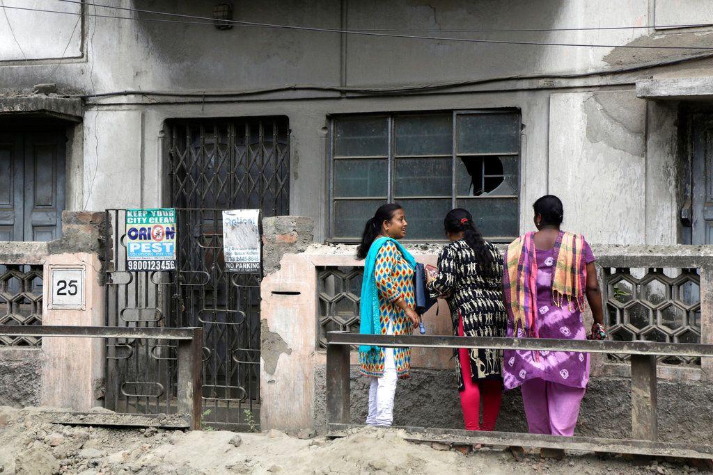 Subhabrata Majumdar, de 46 años, fue arrestado al hallarse el cuerpo durante un allanamiento de su domicilio en Calcuta, dijo el policía Nilanjan Biswas. AP